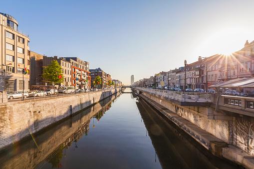 ブリュッセル首都圏地域「Belgium, Brussels, residential houses at Charleroi Canal」:スマホ壁紙(13)