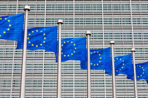 Conformity「Belgium, Brussels, European Commission, European flags at Berlaymont building」:スマホ壁紙(1)