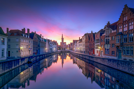 West Flanders「Belgium, Bruges, row of houses at canal by twilight」:スマホ壁紙(13)