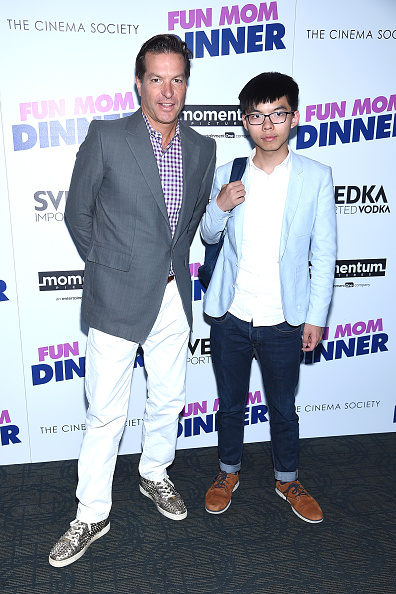 """Horn Rimmed Glasses「Momentum Pictures With The Cinema Society Host A Screening Of """"Fun Mom Dinner""""- Arrivals」:写真・画像(13)[壁紙.com]"""
