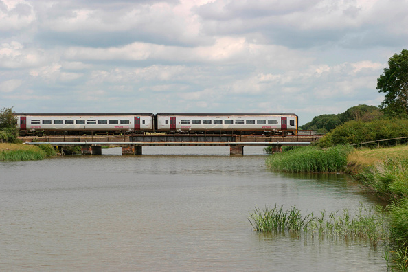 Finance and Economy「A Wessx Trains Class 158 crosses the Somerset Levels at Huntspill with a train for the south. July 2004」:写真・画像(15)[壁紙.com]
