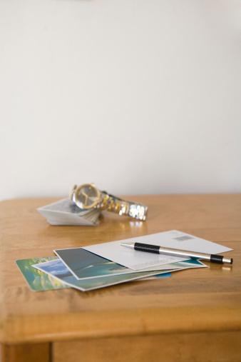 旅行「Postcards on table」:スマホ壁紙(13)