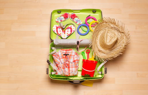 Flip-Flop「Children's holiday suitcase from above」:スマホ壁紙(18)