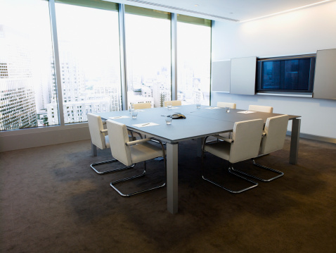 Device Screen「Table in conference room overlooking city」:スマホ壁紙(19)
