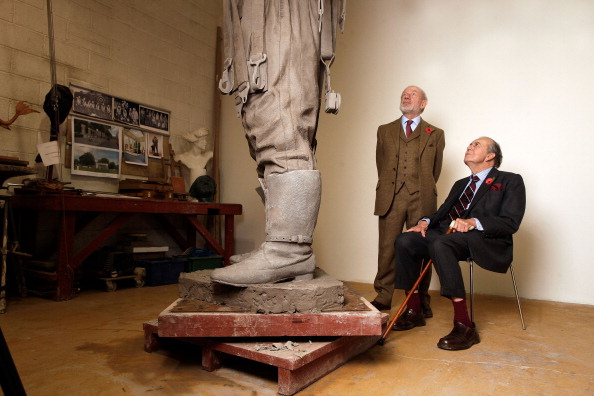 Sculpture「Work Continues On The Bomber Command Memorial Ahead Of Its 2012 Unveiling」:写真・画像(17)[壁紙.com]