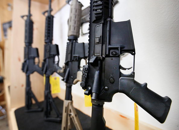 AR-15「Sale Of Automatic Weapons Comes Under Scrutiny After Orlando Shootings」:写真・画像(7)[壁紙.com]