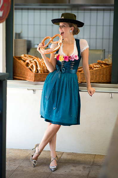 Traditional Clothing「Victoria Swarovski Dirndl Shooting In Munich」:写真・画像(5)[壁紙.com]