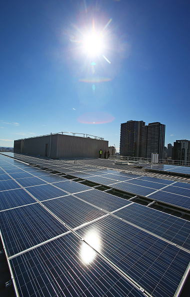 Sun「AGL Installs Rooftop Solar System As Labor Party Announce On Renewable Energy Targets」:写真・画像(10)[壁紙.com]