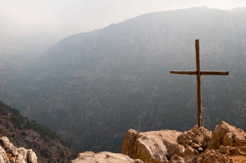 Praying「Cross in the Middle East (Qadisha Valley, Lebanon)」:スマホ壁紙(19)
