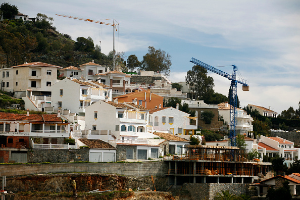 Incomplete「Property development in Andalusia, Spain. Construction of houses on a hill.」:写真・画像(2)[壁紙.com]