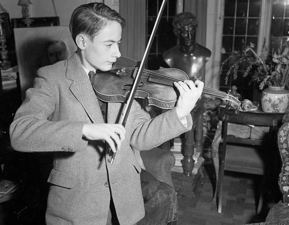 Violinist「Young Fiddler」:写真・画像(2)[壁紙.com]