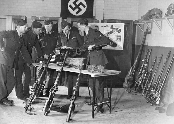 Fred Morley「German Weapons」:写真・画像(1)[壁紙.com]