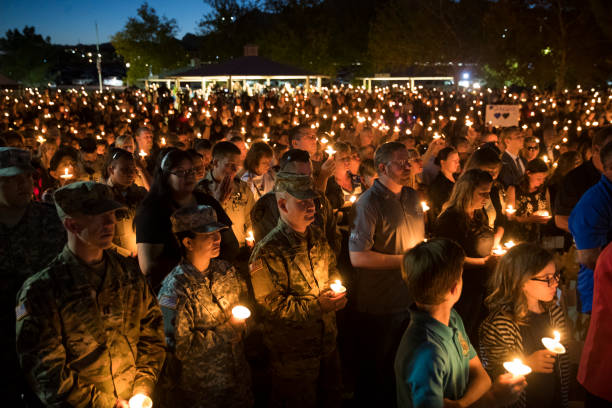 Memorial Vigil「Las Vegas Cop Killed At Music Festival Massacre Remembered At Memorial Service」:写真・画像(17)[壁紙.com]