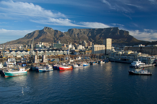 Sailboat「Victoria and Alfred Waterfront with Table Mountain in the distance, Cape Town, South Africa」:スマホ壁紙(13)