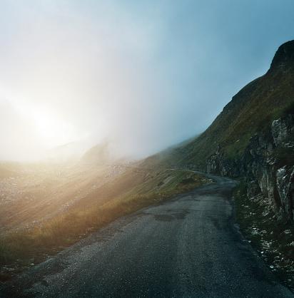 Cascade Range「Foggy road to the sun」:スマホ壁紙(9)