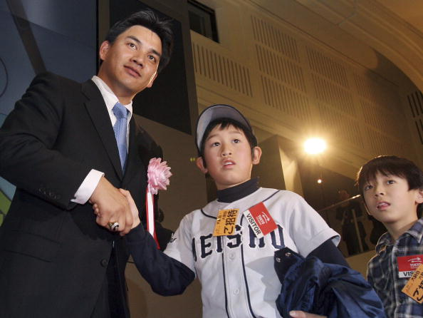 Tadahito Iguchi「Tadahito Iguchi of the Chicago White Sox attends the closing session of the year 2006」:写真・画像(2)[壁紙.com]
