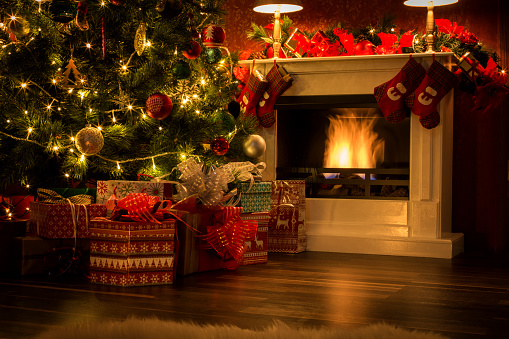 Christmas Lights「Decorated Christmas Tree with Presents and Fireplace」:スマホ壁紙(1)
