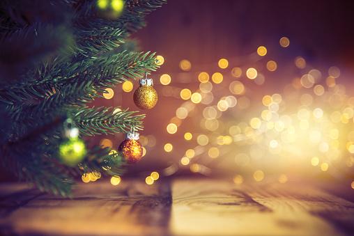 枝「装飾されたクリスマスツリー」:スマホ壁紙(8)