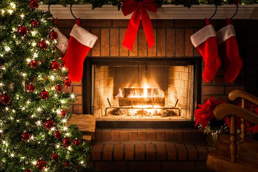 Celebration「装飾クリスマスツリー、暖炉の炎に火を、ストッキングのロッキングチェア」:スマホ壁紙(15)