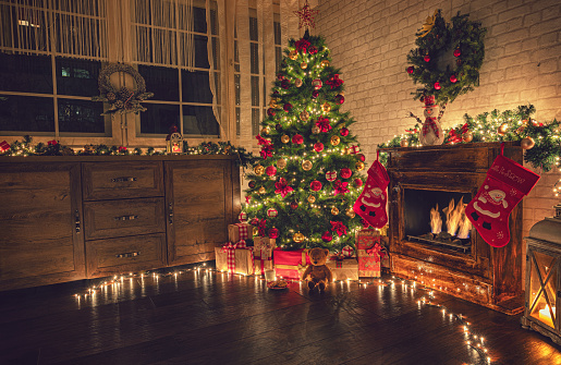 Gift「Decorated Christmas Tree Near Fireplace at Home」:スマホ壁紙(2)