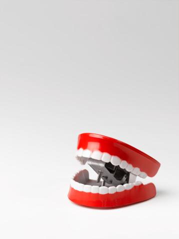 Mischief「Toy chattering teeth, white background」:スマホ壁紙(15)