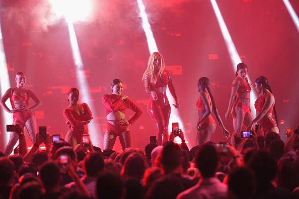 イギー・アゼリア「Univision's 'Premios Juventud' 2017 Celebrates The Hottest Musical Artists And Young Latinos Change-Makers - Show」:写真・画像(3)[壁紙.com]