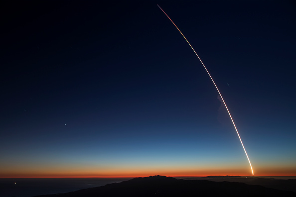 Outer Space「SpaceX Launches Falcon 9 Rocket」:写真・画像(8)[壁紙.com]