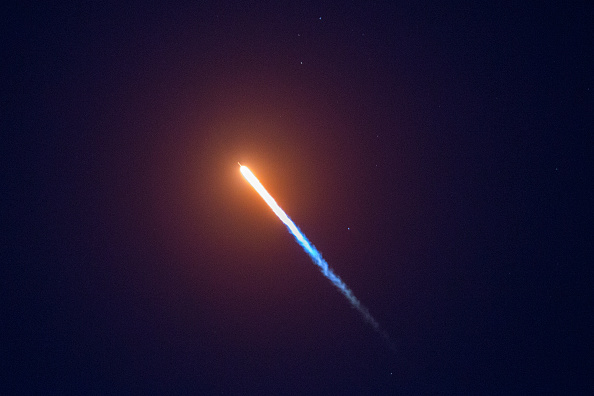 Outer Space「SpaceX Launches Falcon 9 Rocket」:写真・画像(12)[壁紙.com]