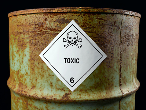 Oil Industry「Rusty oil drum with toxic label, close-up」:スマホ壁紙(4)