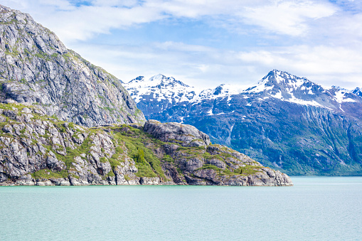 Glacier Bay National Park「Rugged snow capped mountains surrounding Johns Hopkins Inlet of Glacier Bay, Alaska, USA - Viewed from a cruise ship sailing the Inside Passage」:スマホ壁紙(6)