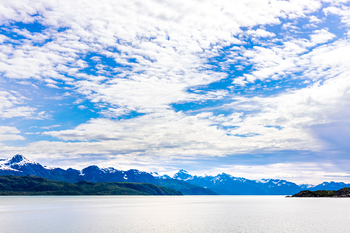 Glacier Bay National Park「Rugged snow capped mountains viewed from Johns Hopkins Inlet of Glacier Bay, Alaska, USA - Viewed from a cruise ship sailing the Inside Passage」:スマホ壁紙(3)