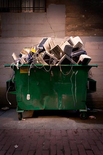 Industrial Garbage Bin「Dumpster Full of Computer Equipment」:スマホ壁紙(17)