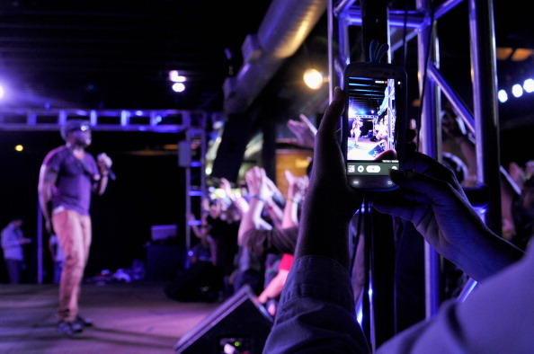 John Sciulli「Talib Kweli Performs At The Samsung Galaxy Sound Stage At SXSW」:写真・画像(15)[壁紙.com]