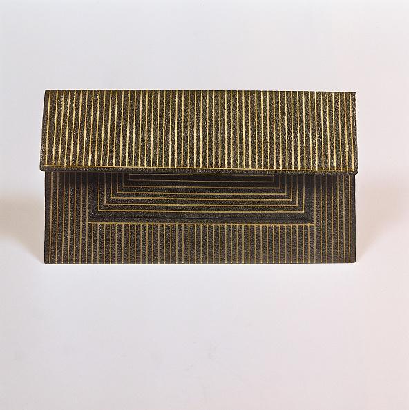 Purse「Leather purse」:写真・画像(2)[壁紙.com]