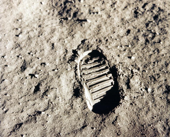 Land「Track of step of one of the shoes of Edwin Aldrin who land on the moon at the time of the mission Apollon 11, on July 20, 1969」:写真・画像(1)[壁紙.com]