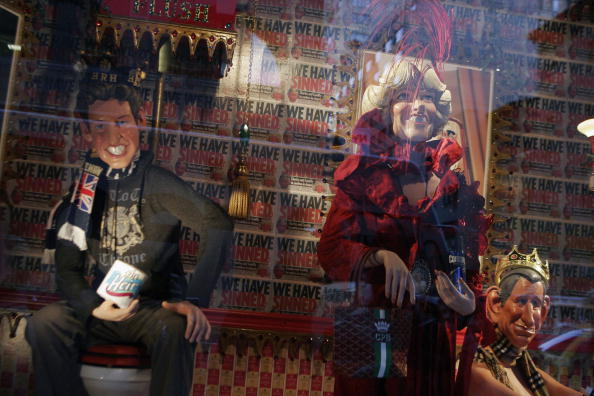 Toilet「Barney's Window Display Of Prince Charles & Camilla」:写真・画像(12)[壁紙.com]