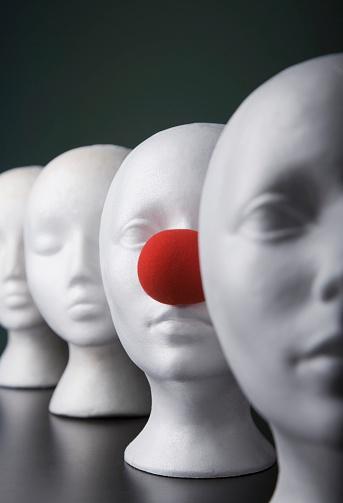 Unrecognizable Person「Mannequins」:スマホ壁紙(9)