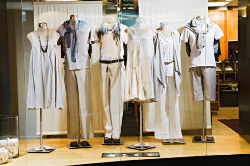 Fashion Model「Mannequins in a window display」:スマホ壁紙(1)