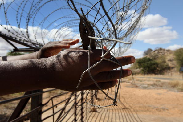 Southern Africa「Zimbabwaen Immigrants Illegally Cross Into South Africa」:写真・画像(2)[壁紙.com]