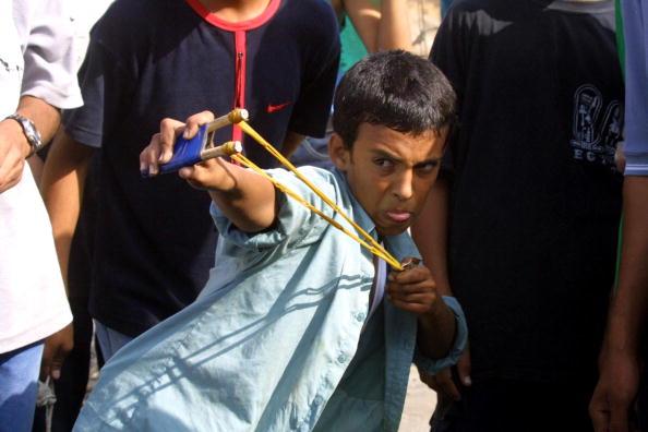 Deir Al-balah「Young Palestinians Clash With Israeli Soldiers」:写真・画像(7)[壁紙.com]
