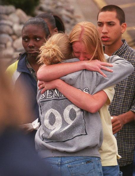 Outdoors「Grieving After Columbine High School Massacre」:写真・画像(16)[壁紙.com]