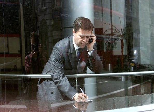 Business Person「Cellular Phone Use in London」:写真・画像(6)[壁紙.com]