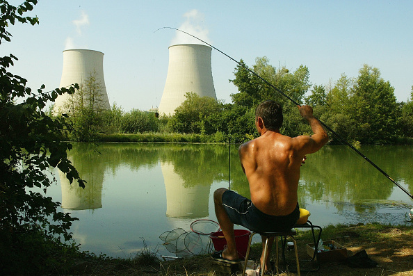 Fisherman「Soaring Temperatures Cause French Nuclear Power Stations To Overheat 」:写真・画像(5)[壁紙.com]