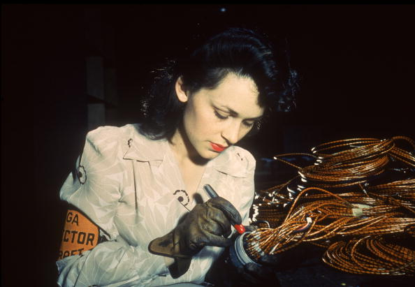 World War II「Checking Electrical Assemblies」:写真・画像(9)[壁紙.com]