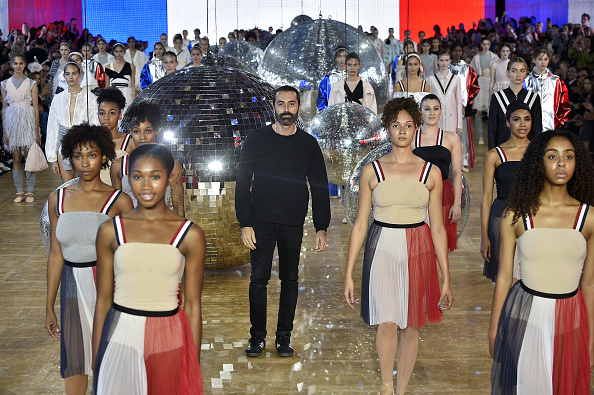 Giambattista Valli - Designer Label「Moncler Gamme Rouge  : Runway - Paris Fashion Week Womenswear Spring/Summer 2018」:写真・画像(1)[壁紙.com]