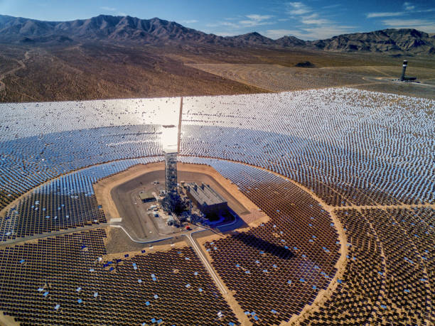 Ivanpah Solar Thermal Energy Plant in California:スマホ壁紙(壁紙.com)