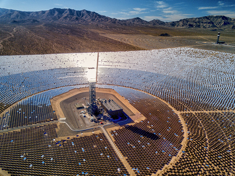Drone Point of View「Ivanpah Solar Thermal Energy Plant in California」:スマホ壁紙(9)