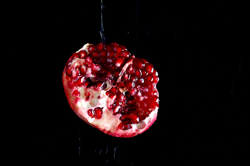 Pit Stop「Sliced pomegranate in front of black background」:スマホ壁紙(10)