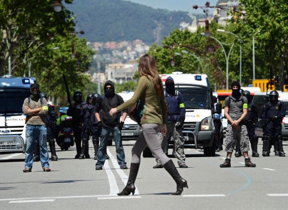 Guarding「Demonstrators Protest European Central Bank Meeting」:写真・画像(3)[壁紙.com]