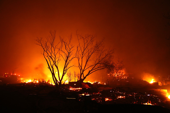 Smoke - Physical Structure「Rapidly-Spreading Wildfire In California's Butte County Prompts Evacuations」:写真・画像(6)[壁紙.com]